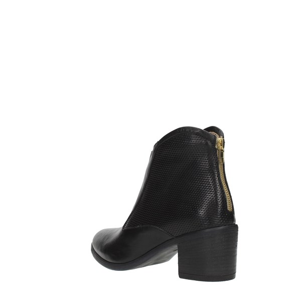 M A N A S Booties Black